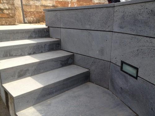 Scale esterne in marmo o in pietra lava stone marble for Scale esterne in marmo